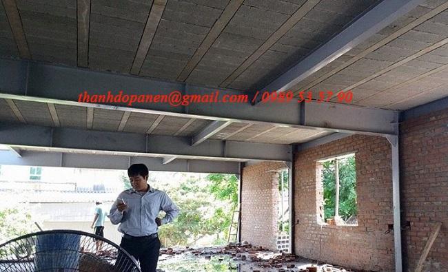 Mặt dưới của nhà khung thép và sàn bê tông nhẹ