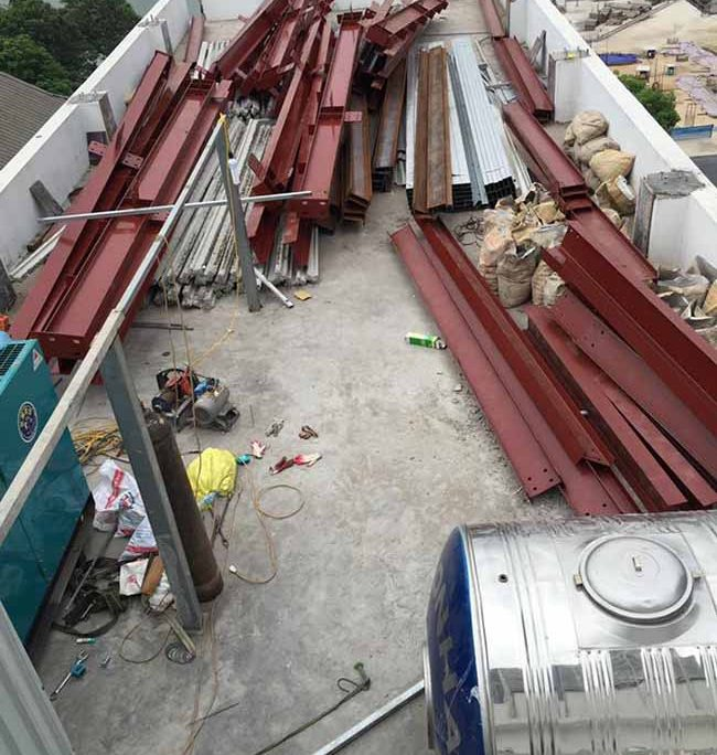 Tập kết vật liệu chuẩn bị thi công 300m2 sàn bê tông nhẹ và khung thép tiền chế