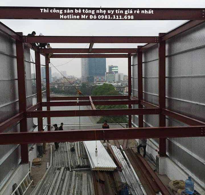 300m2 Sàn bê tông nhẹ được chịu lực trên hệ khung thép tiền chế