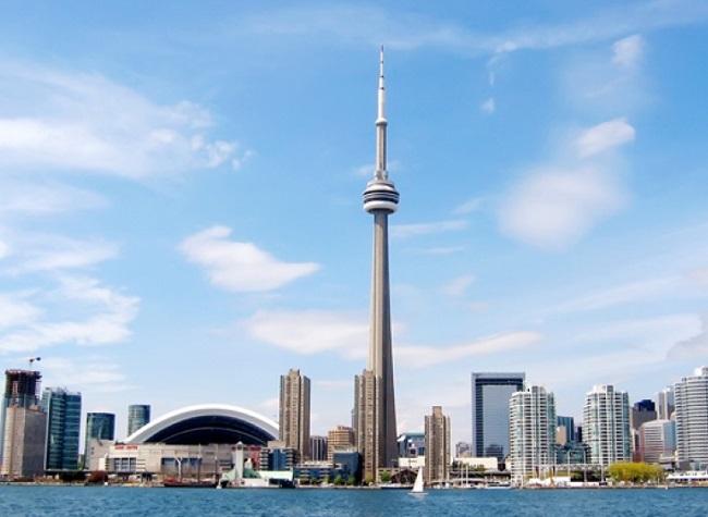 Tháp CN thành phố Toronto ở Canada cao 553m