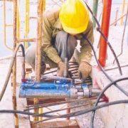 Kéo căng cáp dự ứng lực trước cho kết cấu sàn bê tông dự ứng lực trước