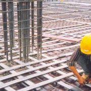 Một sàn bê tông cốt théo dùng thép dự ứng lưc là các bó thép màu trắng