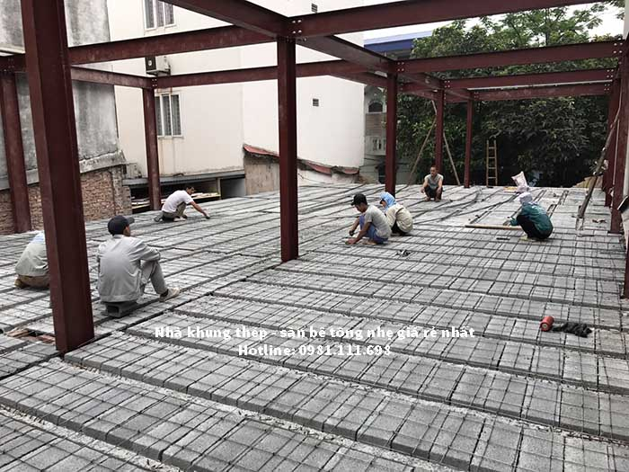 Lắp đặt cốt thép dự ứng lực cho sàn bê tông nhẹ