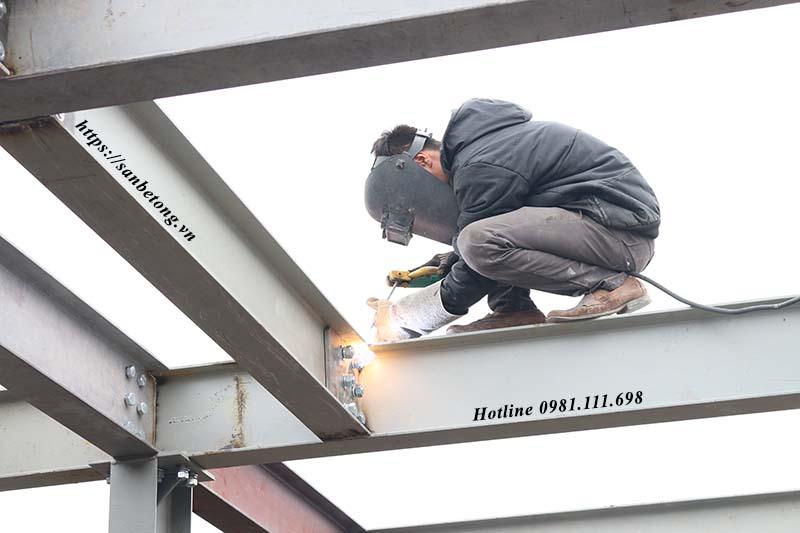 Nhà khung thép tiền chế có nhiều ưu điểm vượt trội so với nhà bê tông cốt thép