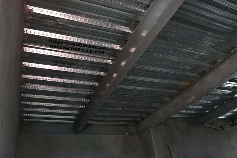 Mặt dưới sàn bê tông Decking và nhà khung thép tại Nghi Tàm khi được hoàn thành
