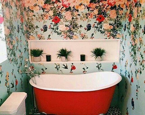Nhà vệ sinh đẹp nhờ giấy dán tường phong cách
