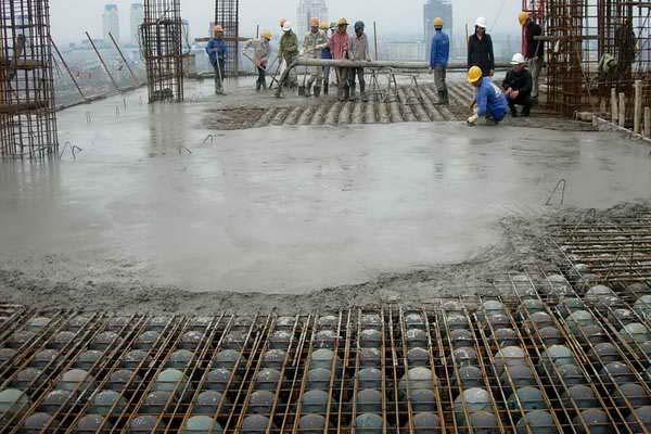 Sàn bê tông bóng nhựa được sử dụng trong thi công xây dựng hiện đại