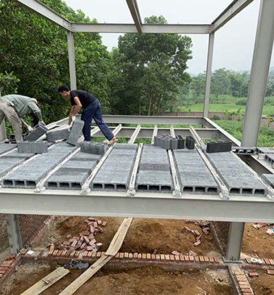 Một nhà thép tiền chế kết hợp sàn bê tông nhẹ