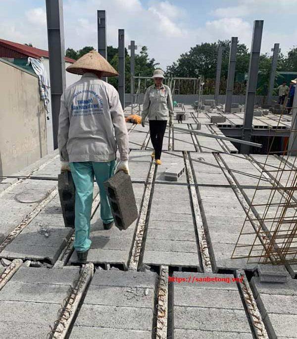 Vận chuyển gạch Block siêu nhẹ vào để lắp ghép
